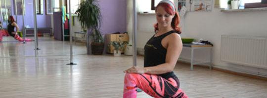 Stretching – ein Teil des Pole Dance